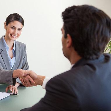 علاقة صاحب العمل بالموظف